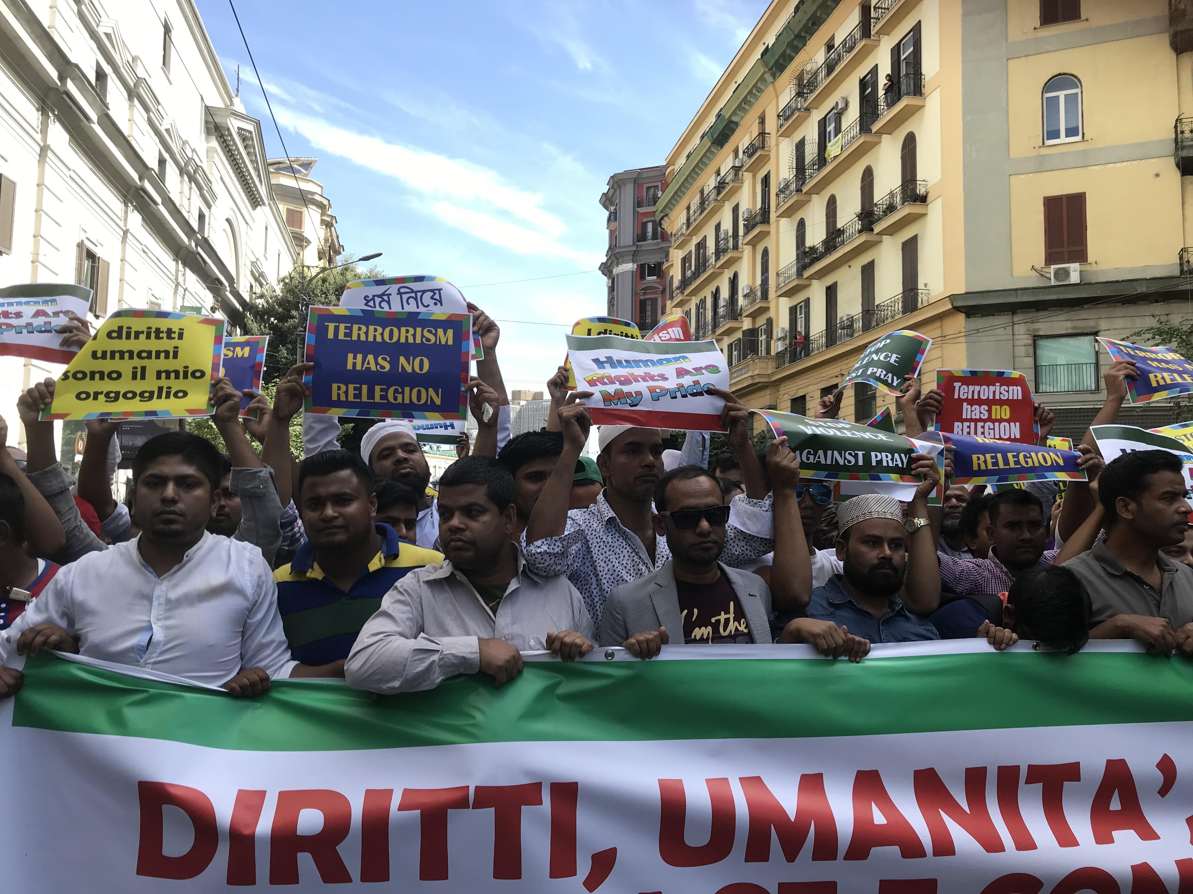 Napoli Manifestazione Antirazzista Comunita Bengalese In Piazza Contro Le Aggressioni